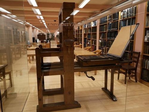 哥大珍本圖書館內景1(照片中為北美早期印刷機).jpg